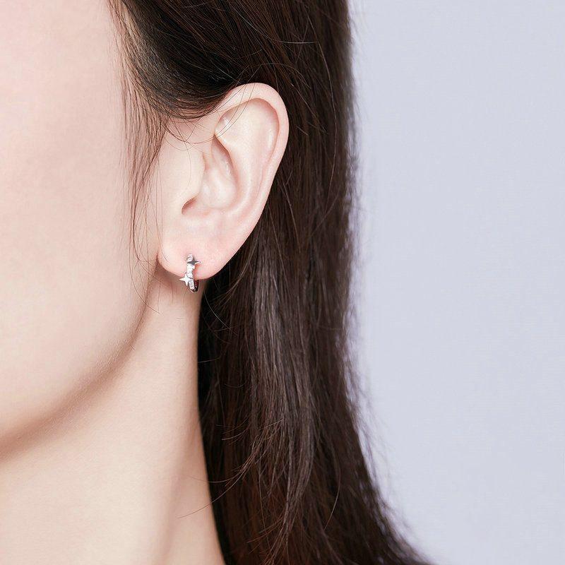 Bông tai bạc mạ bạch kim đính đá Zircon ngôi sao 4 cánh LILI_166353-01