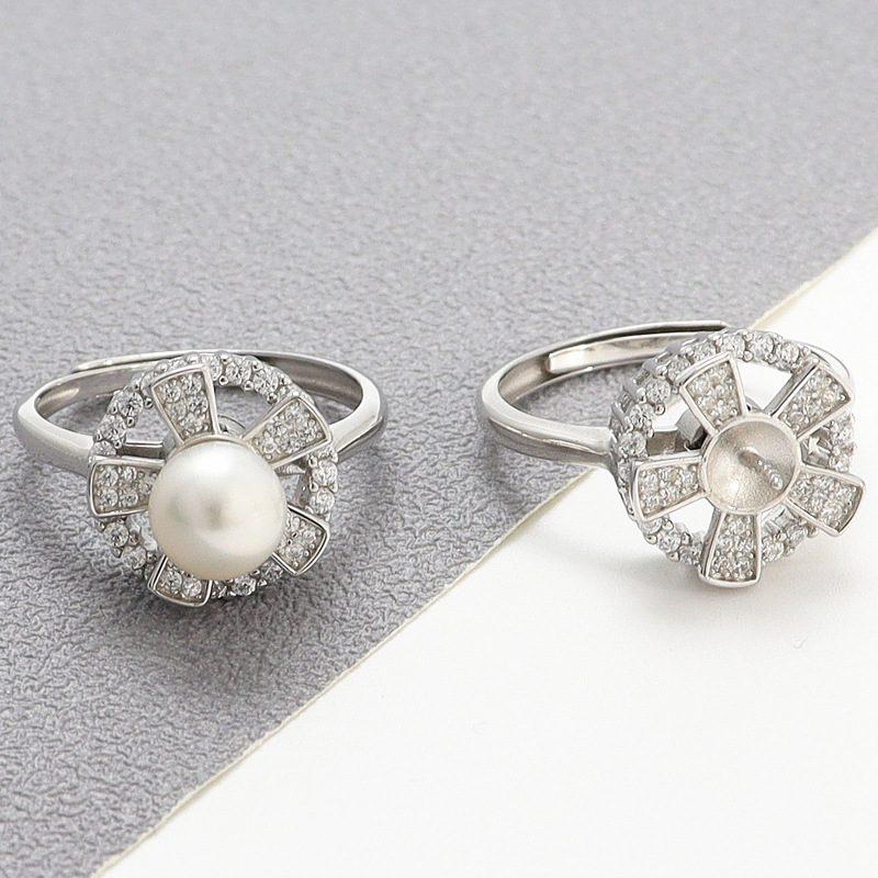Nhẫn bạc đính ng�c trai hình cánh hoa xoay tròn LILI_821226-02