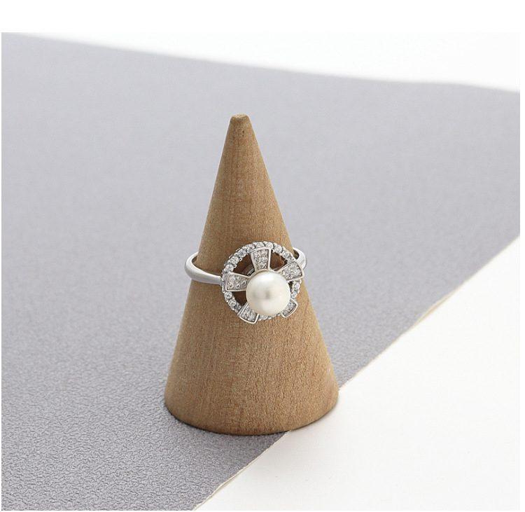 Nhẫn bạc đính ngọc trai hình cánh hoa xoay tròn LILI_821226-04