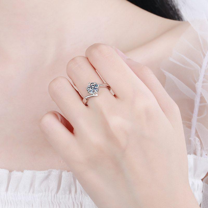 Nhẫn bạc mạ bạch kim đính đá Mossanite 1 carat LILI_155427-04